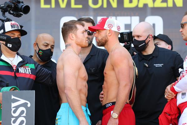 """""""Canelo"""" y Saunders pasan el pesaje y se declaran listos para pelear"""