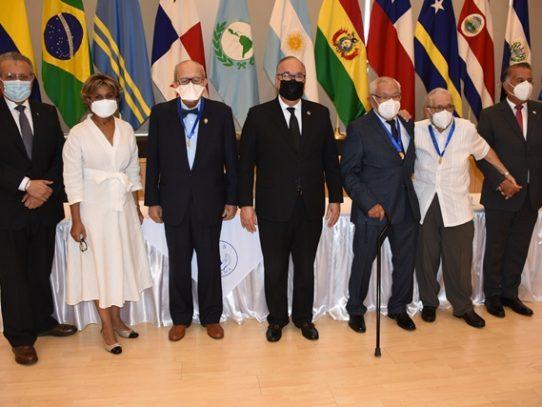 Distinguen con la medalla Dr. Jorge Abadía Arias a médicos panameños