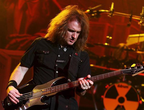 Megadeth despide a su bajista por intercambio sexual con una supuesta menor