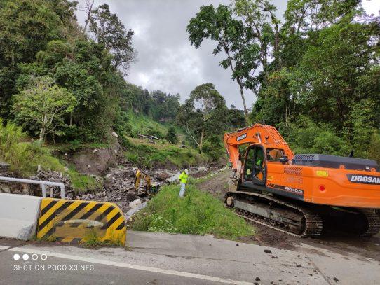 En Cerro Punta, realizan trabajos de dragado como prevención a época lluviosa
