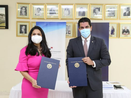 Sector empresarial y Aduanas firman memorando para fortalecer el sector logístico