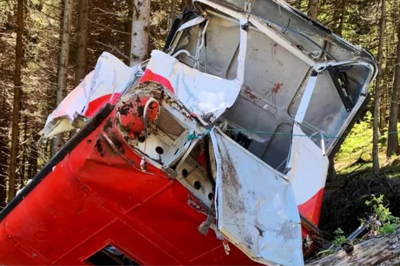 Trece muertos al caer un teleférico a orillas del lago Mayor en Italia