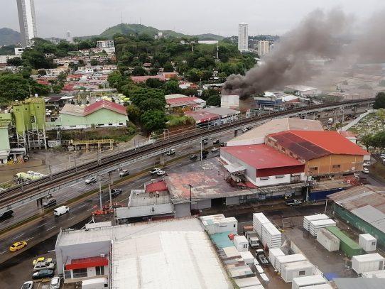 Incendio declarado en Pueblo Nuevo cerca a estación de combustible