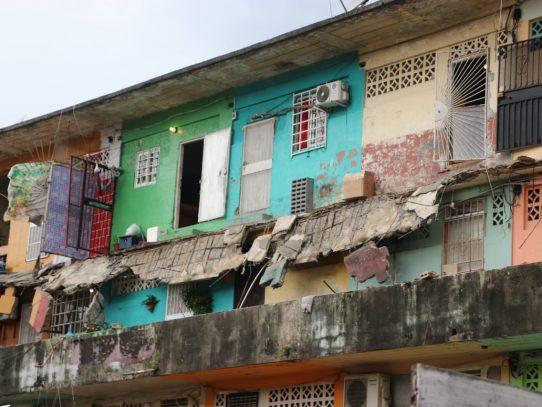 Desplome de balcón en San Miguel dejó al menos tres heridos