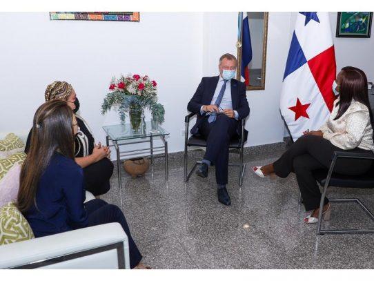 Primer embajador de la UE visita el legislativo panameño