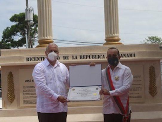 Condecorado rector de la UP con la Orden Juan Demóstenes Arosemena