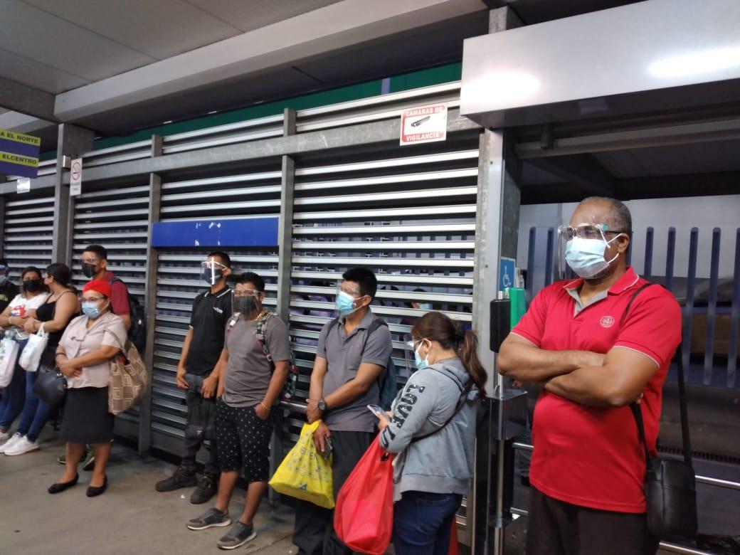 Población asume responsabilidad del uso de caretas faciales en transporte público