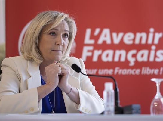 Le Pen y Mélenchon relanzan su campaña presidencial en el 1 de mayo