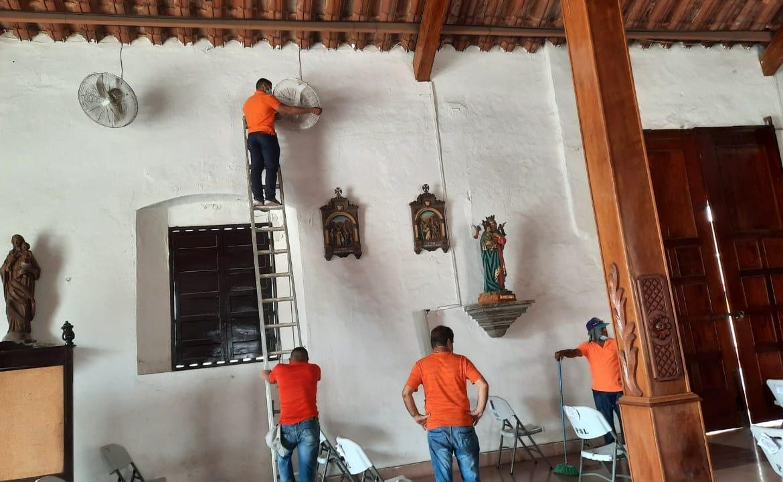 Privados de libertad apoyan limpieza de parroquia Santa Librada
