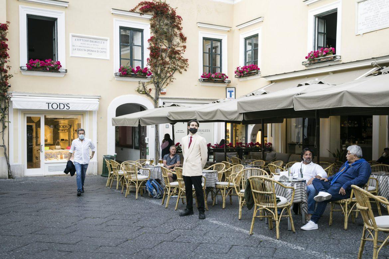 La campaña de vacunación en Italia se topa con una institución sagrada: las vacaciones de verano