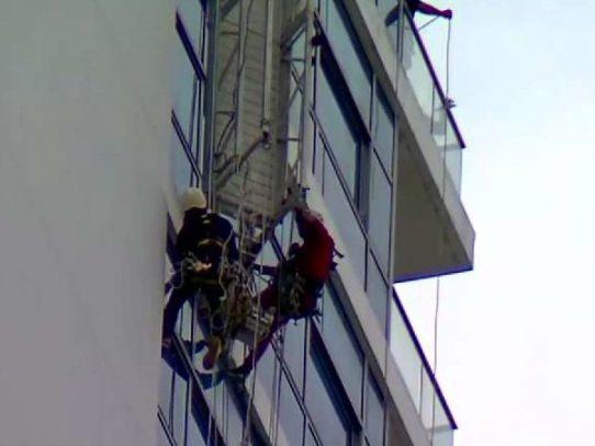 Rescatan a trabajadores que quedaron suspendidos en piso 37, Costa del Este