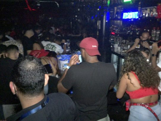 Sorprenden a 60 menores en un bar en el Casco Antiguo
