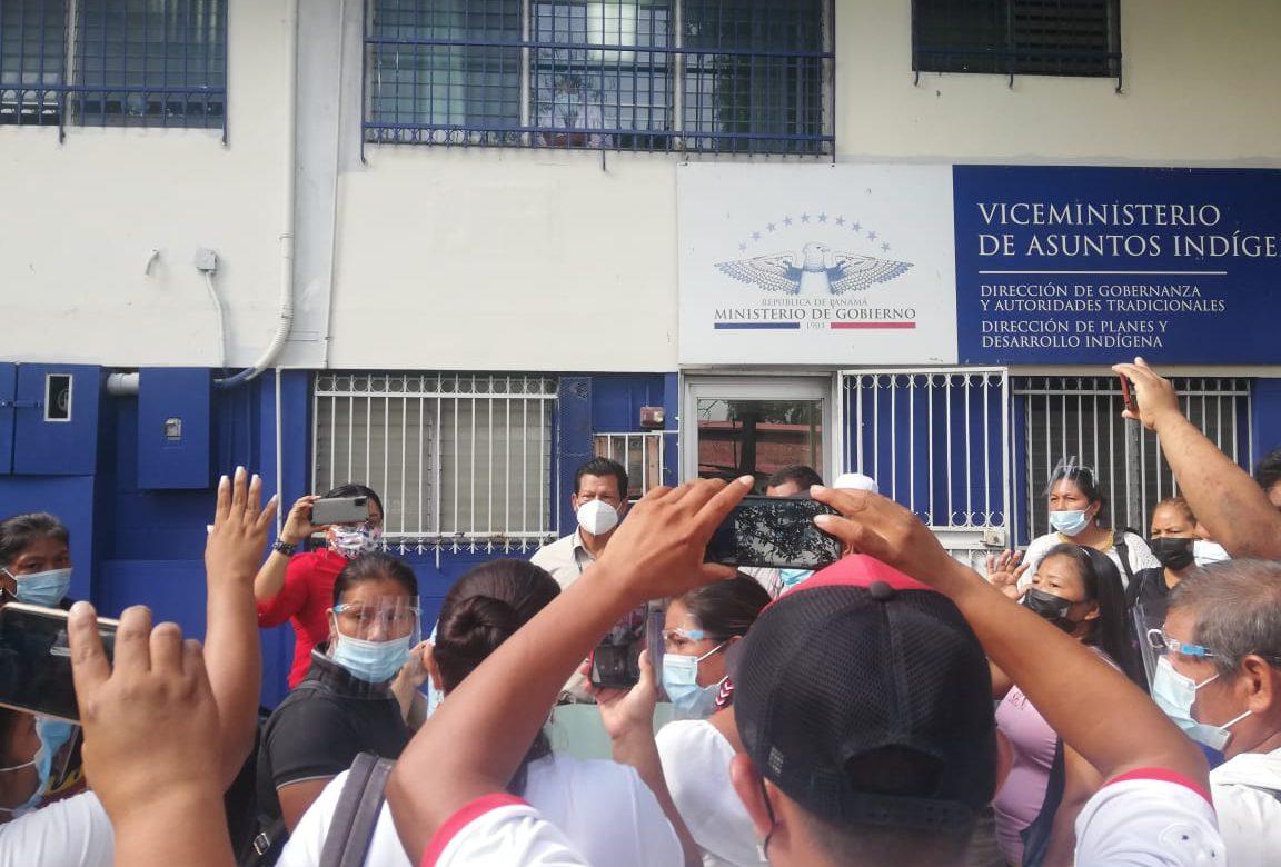 Autoridades electas de Alto Bayano protestan frente al viceministerio de Asuntos Indígenas
