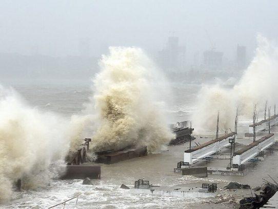 El ciclón Tauktae toca tierra en India en plena crisis por el covid-19