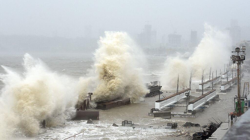 Dos muertos y decenas de miles de evacuados en India debido al ciclón Gulab