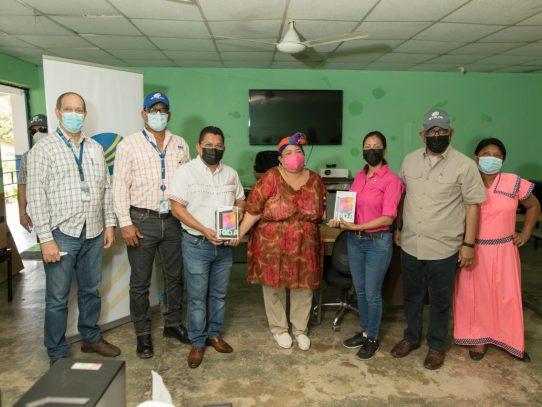 Estudiantes de escuela de Malí, en comarca Ngäbe Buglé recibieron equipos tecnológicos