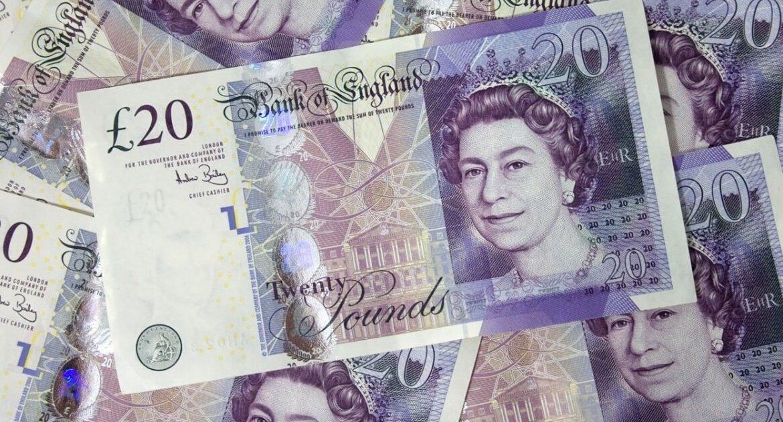 La libra gana 1% tras la ajustada victoria del independentismo en Escocia