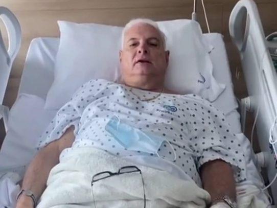 Expresidente Ricardo Martinelli es operado de la columna