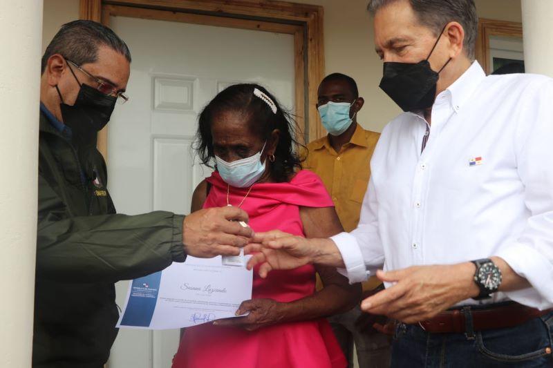 Entregan mejora y viviendas a familias en provincia de Colón