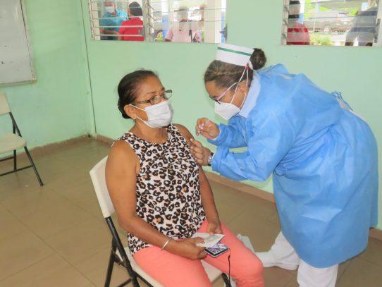 Unas 28,608 dosis contra el coronavirus se han aplicado en Capira, Chame y San Carlos