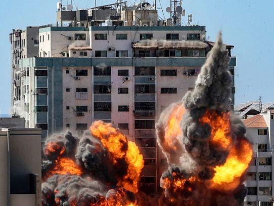 "Agencia AP ""conmocionada"" por bombardeo israelí contra edificio de prensa en Gaza"