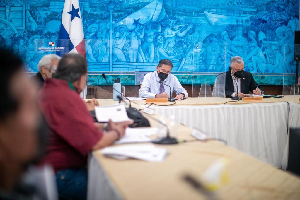 Pensionados y jubilados de Bocas del Toro atendidos por el presidente Cortizo