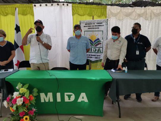MIDA firma convenio con productores de cebolla de Coclé
