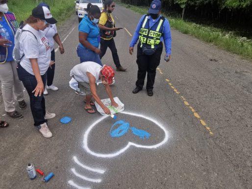 Pintan corazones azules en sector de Chepo