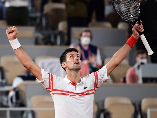 Djokovic vence casi sin oposición a chileno Garín para llegar a cuartos de Wimbledon