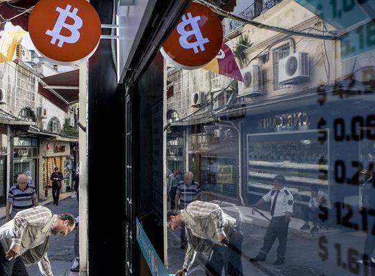 El bitcóin se desploma un 8 % por las trabas en China y la fuerza del dólar