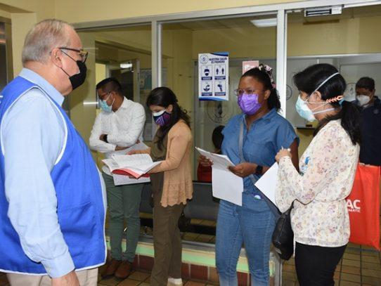 Médicos especialistas cubrirán plazas de hospitales del interior