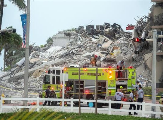 Hay 51 desaparecidos tras el derrumbe en Miami Beach, según un canal de TV
