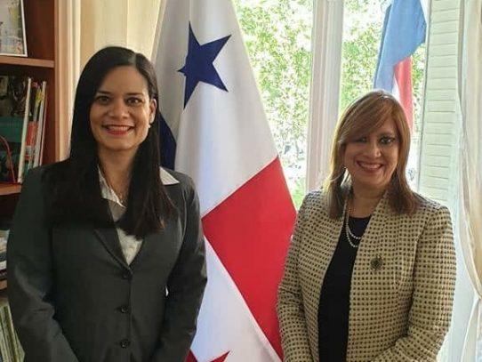 """Panameña fue condecorada en Francia con la """"Medalla del Senado"""""""