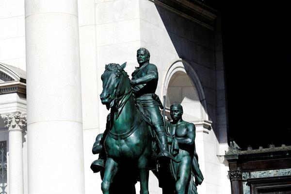 Retirarán polémica estatua de Theodore Roosevelt de un museo de Nueva York