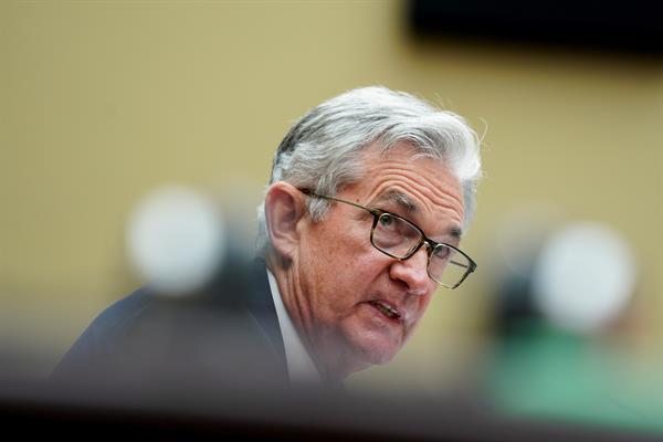 La Fed no mueve tipos pero admite que la presión de los precios puede seguir