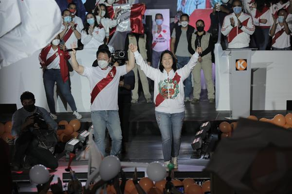 """Fujimori cerró su campaña pidiendo """"salvar a Perú del comunismo"""""""