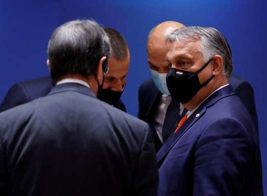 La UE le enseña la puerta de salida a Hungría
