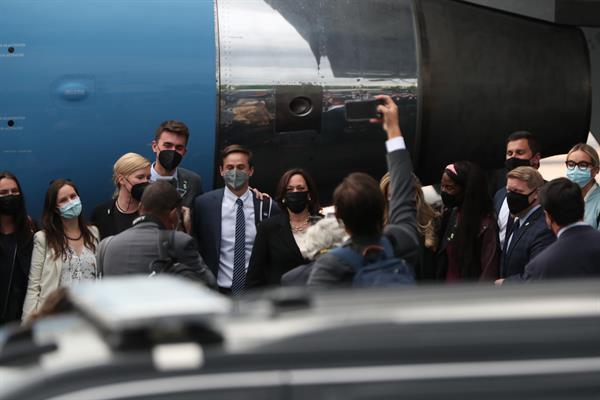 Vicepresidenta Kamala Harris regresó a EE.UU. tras gira por México y Guatemala