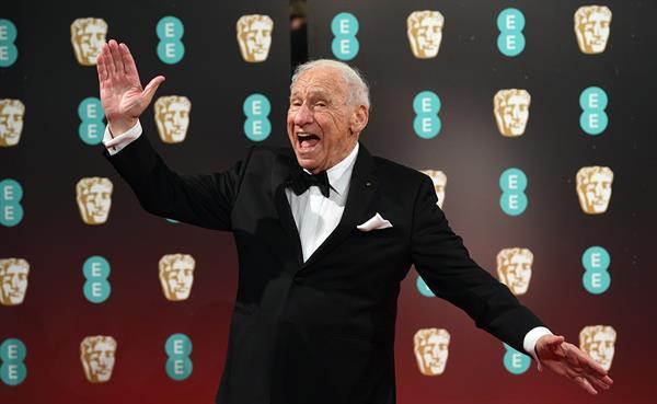 Mel Brooks cumple 95 años sin Carl Reiner y probando suerte en las redes
