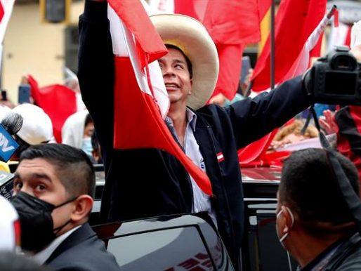 Jefe de Fuerzas Armadas renuncia a tres de días de cambio de gobierno en Perú