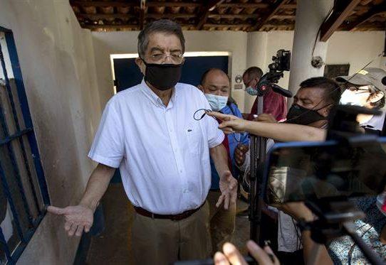 La Fiscalía de Nicaragua citó al escritor Sergio Ramírez por el caso Chamorro