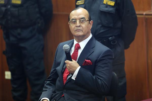 Vladimiro Montesinos es trasladado de base naval a cárcel común en Perú