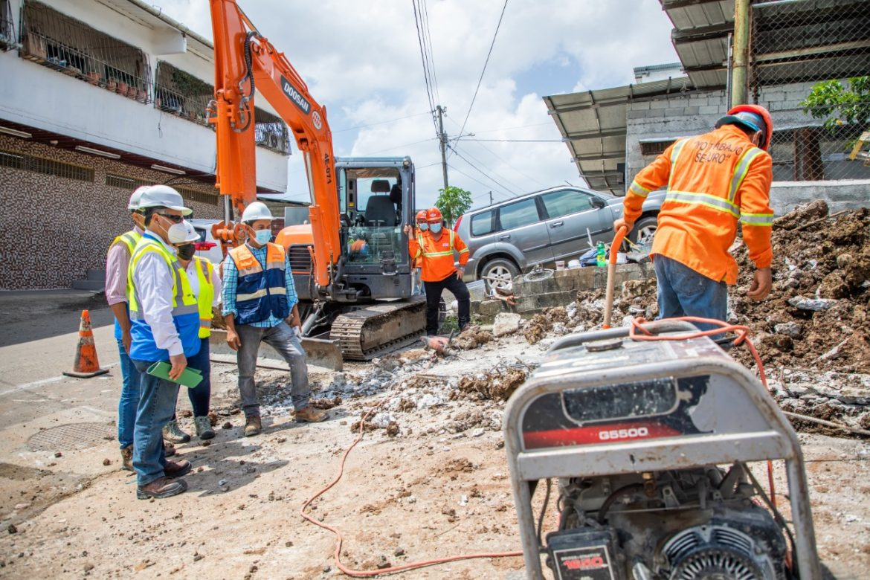 En su etapa final, construcción de redes de alcantarillado en San Miguelito