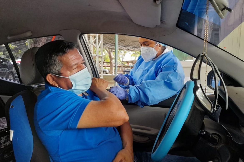 Aplican 960 vacunas en auto exprés de la Feria Internacional de Azuero