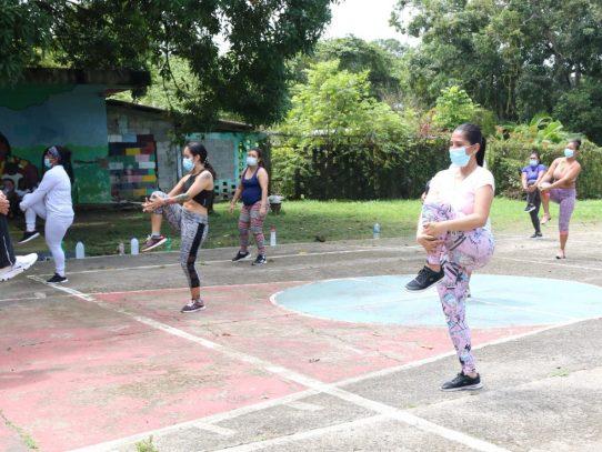 Mingob y Pandeportes organizan clases de aeróbicos en cárcel de mujeres