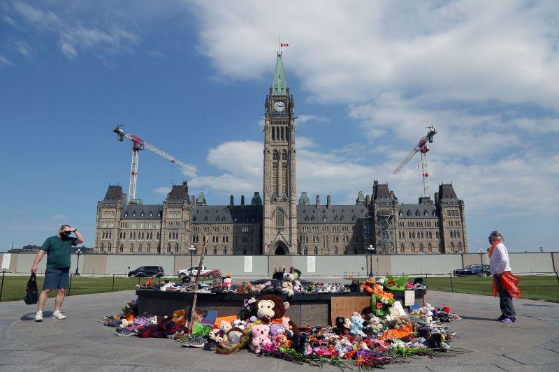 Se reaviva el doloroso debate sobre los internados de niños indígenas en Canadá