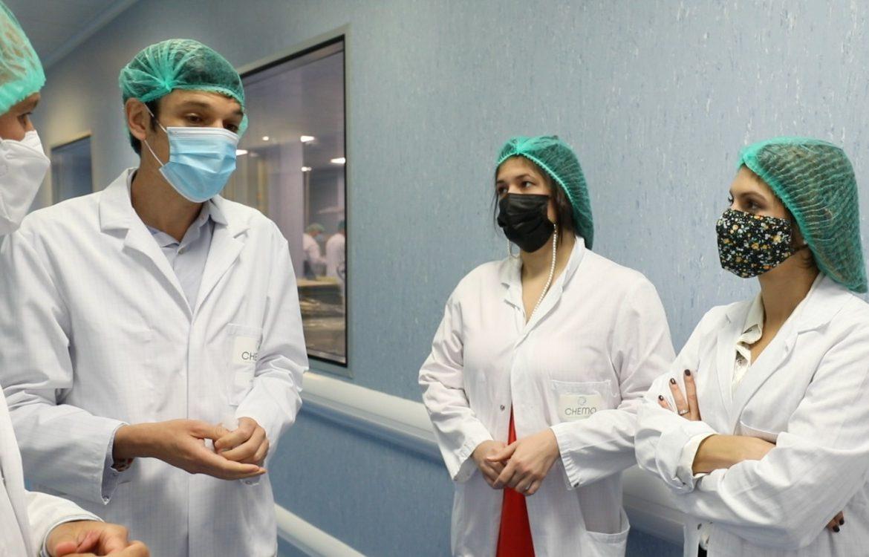 Canciller Erika Mouynes visitó empresa farmacéutica en España