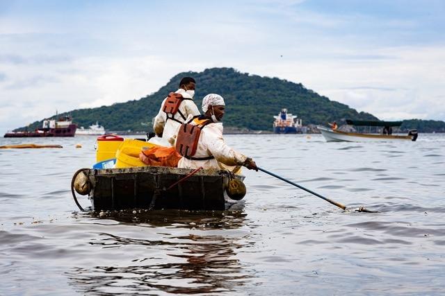 AMP inicia investigación por derrame de sustancia oleosa en Taboga