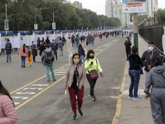 """Sondeo a boca de urna da """"empate estadístico"""" entre Fujimori y Castillo en Perú"""
