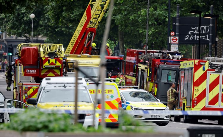 Bomberos controlan espectacular incendio en el centro de Londres
